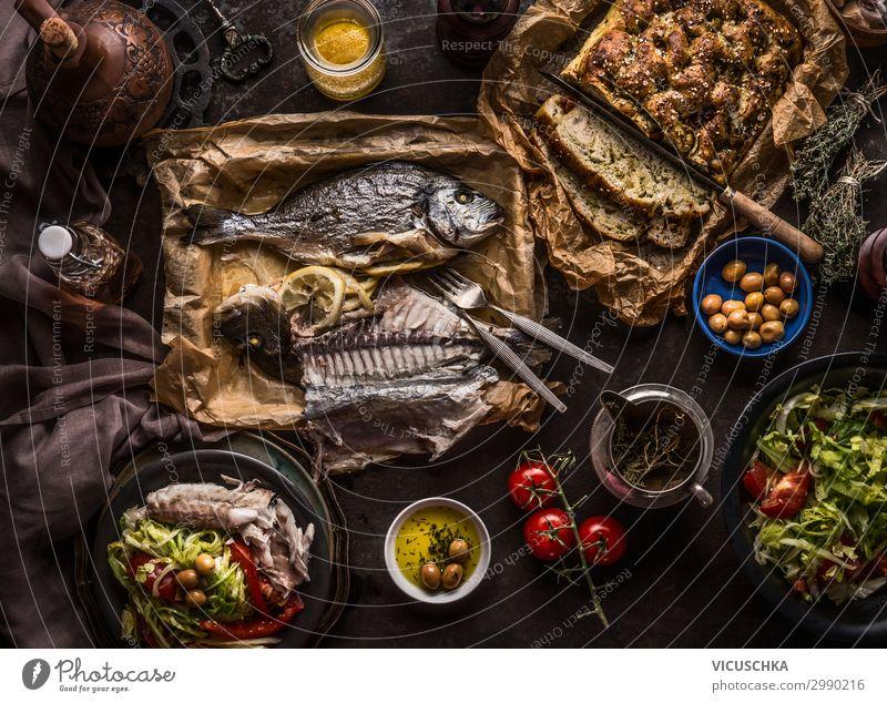 Mediterrane Küche Gerischte Lebensmittel Fisch Gemüse Salat Salatbeilage Brot Ernährung Mittagessen Festessen Bioprodukte Diät Geschirr Teller