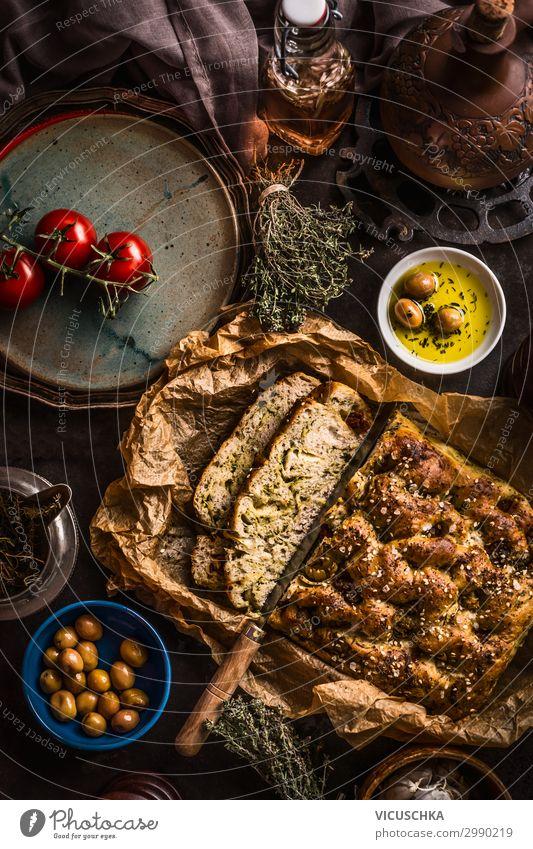Focaccia Brot mit Messer und Olivenöl Lebensmittel Kräuter & Gewürze Öl Ernährung Mittagessen Italienische Küche Geschirr Design Häusliches Leben Restaurant