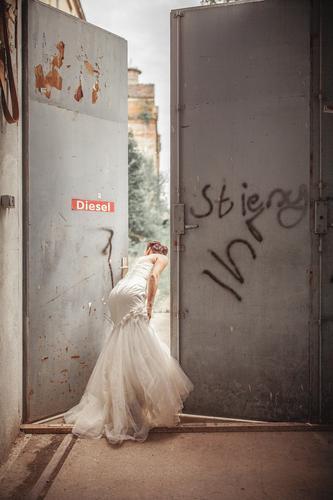 #A# WHERE THE F*** Stadt Einsamkeit Feste & Feiern Kunst Stadtleben gehen ästhetisch Hochzeit Dorf Suche Unbewohnt Kunstwerk verloren Braut Brautkleid