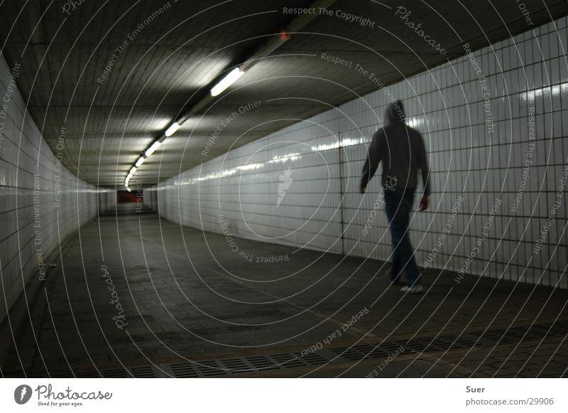 gang ins ungewisse Mann Fliesen u. Kacheln Tunnel Kapuze Deckenlampe