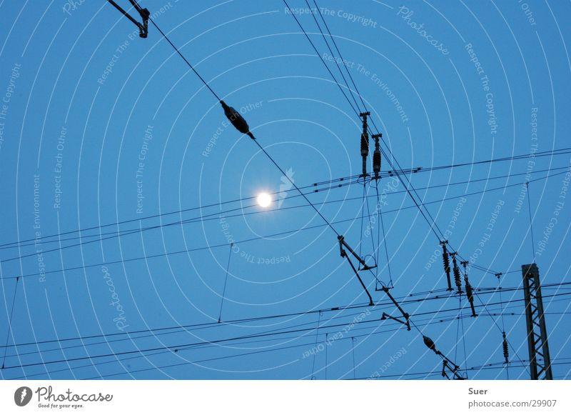 the_moon_|_the_electricity Langzeitbelichtung weiß Eisenbahn Elektrizität Mond