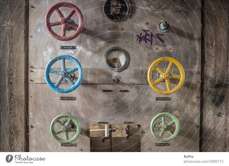 Wasserventile in einer alten Fabrik. Handrad Technik Mechanik Rad wheel Kurbel Hebel handwheel kreis Achse welle Getriebe pipe Ventil Maschine machine