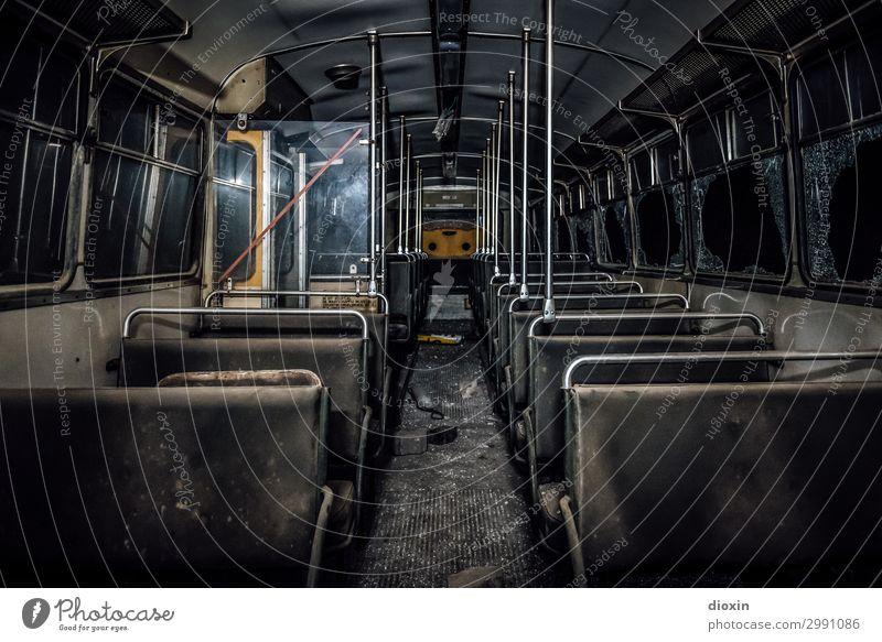the tunnel | final destination Verkehr Verkehrsmittel Personenverkehr Öffentlicher Personennahverkehr Straßenverkehr Busfahren Oldtimer alt authentisch trashig