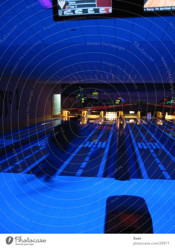 Bowlingcenter Schwarzlicht Sport Bewegung Kugel Eisenbahn Pins