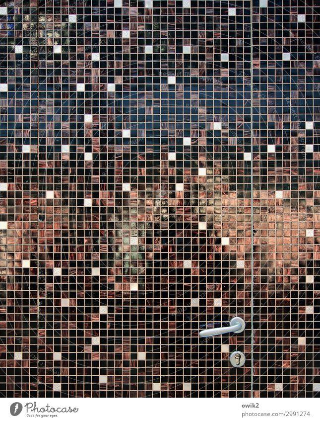 Panoptikum Tür Griff glänzend bizarr Quadrat Linie mehrfarbig durcheinander Farbfoto Gedeckte Farben Außenaufnahme Detailaufnahme abstrakt Muster