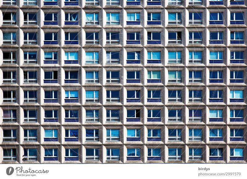 Wohnräume oder Wohnträume Häusliches Leben Wohnung Berlin Haus Hochhaus Architektur Fassade Fenster Beton Glas authentisch historisch Originalität Stadt viele