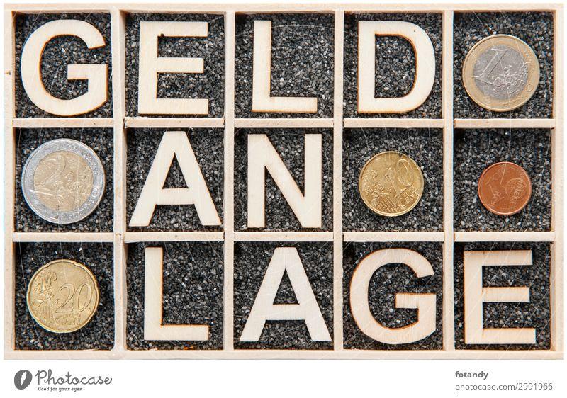 Wooden letters word GELDANLAGE coins Geld Kapitalwirtschaft Holz Metall Zeichen Schriftzeichen Ziffern & Zahlen außergewöhnlich retro braun gelb schwarz weiß