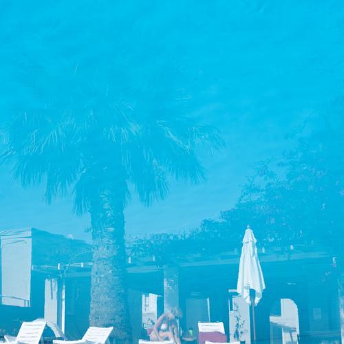 Hotelpool Erholung ruhig Schwimmbad Schwimmen & Baden Ferien & Urlaub & Reisen Tourismus Ausflug Sonnenbad feminin Leben 1 Mensch Schönes Wetter Baum Palme
