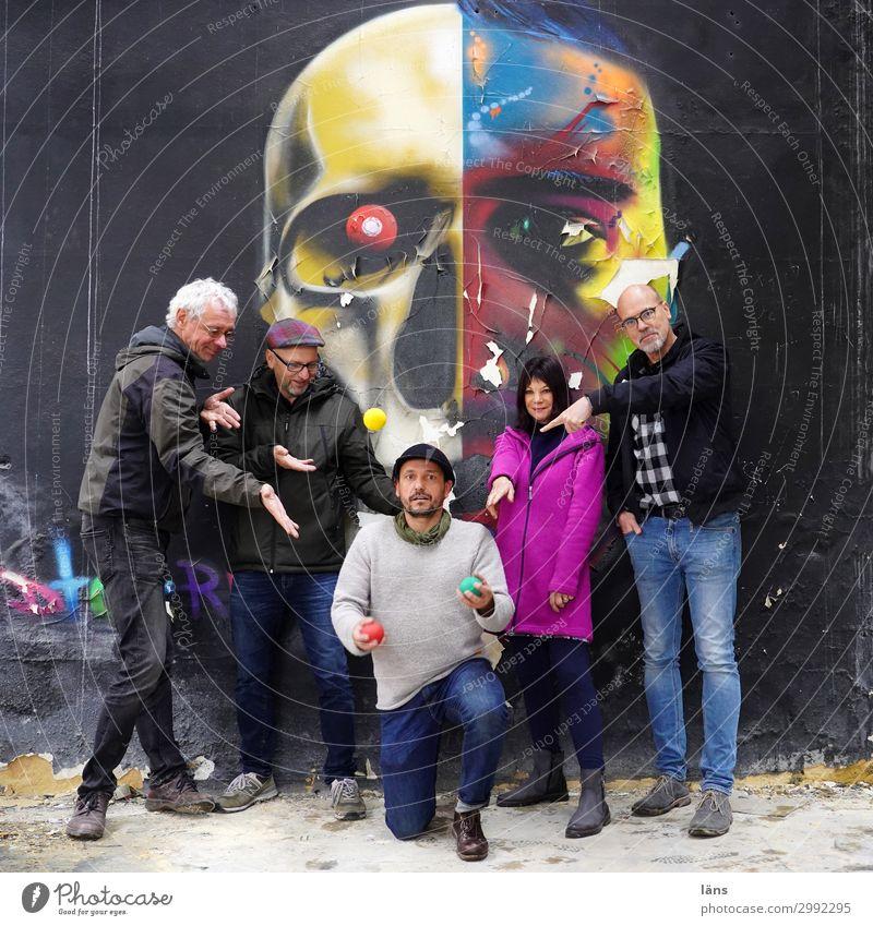Gruppe Mensch Graffiti Wand Menschengruppe Schädel jonglieren