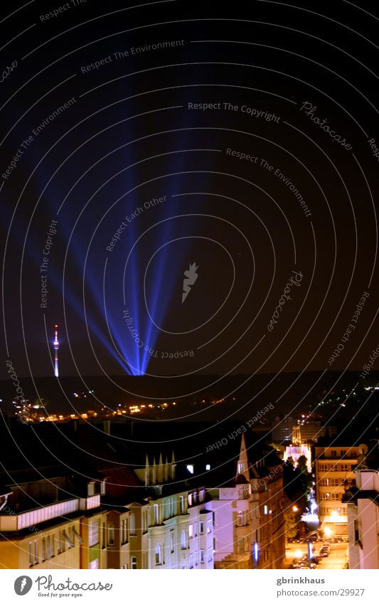 Ufo Landing2 dunkel Disco Nachthimmel Werbung obskur Berliner Fernsehturm Stuttgart Häuserzeile