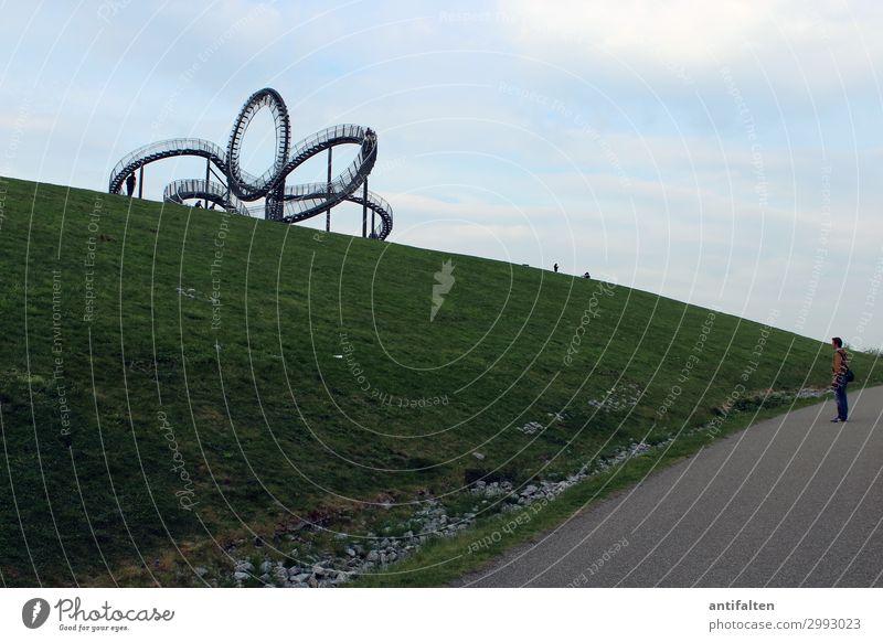 Magic Mountain Lifestyle Tourismus Ausflug Ferne Mensch maskulin Mann Erwachsene Partner Leben Körper 1 30-45 Jahre Kunst Kunstwerk Skulptur Natur Wiese Hügel