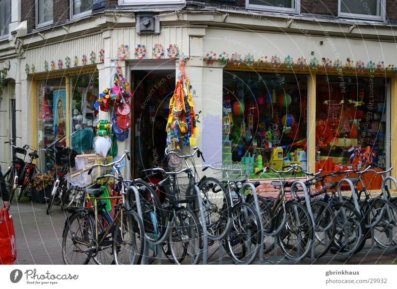 Fietsers orange Europa Dekoration & Verzierung Ladengeschäft Niederlande Altbau Amsterdam Schaufenster Fahrradständer Fahrradverleih