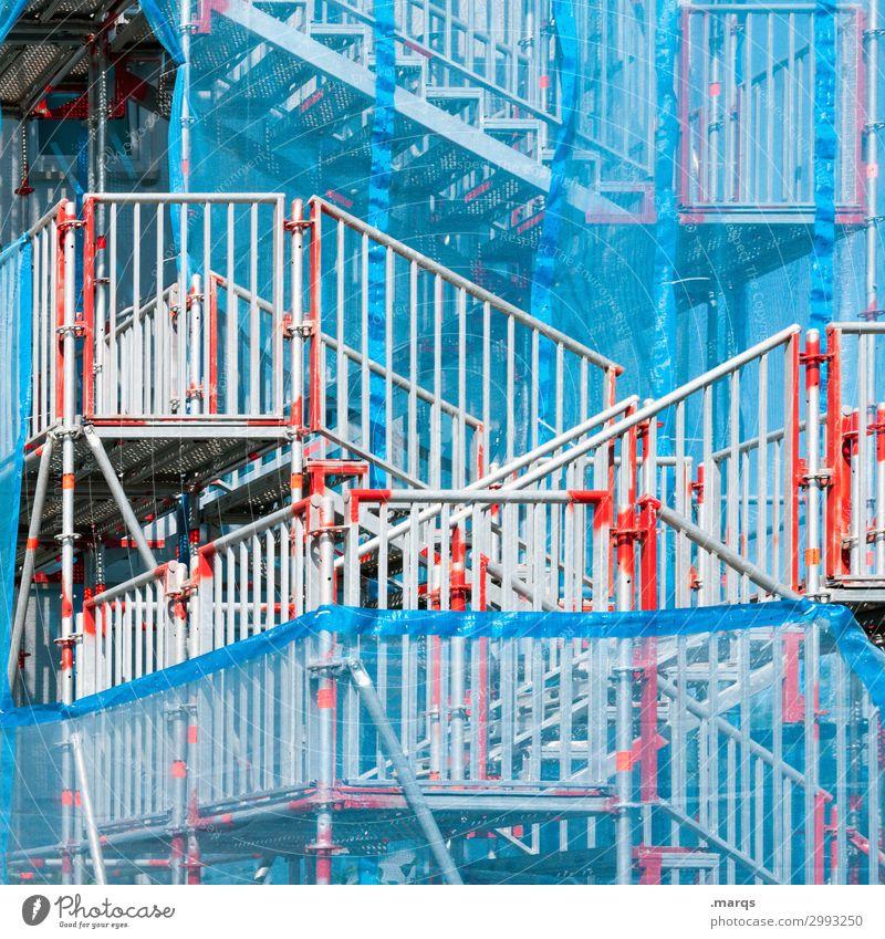 Provisorium blau weiß rot Wege & Pfade außergewöhnlich grau Treppe Baustelle Treppengeländer chaotisch Irritation Problemlösung Baugerüst