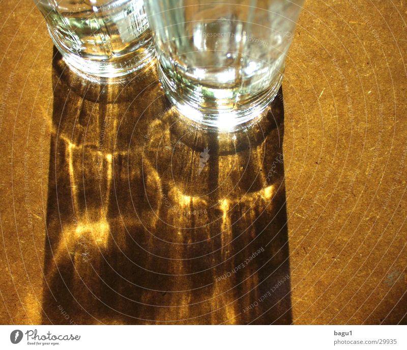 Schattenspiel Sonne Glas Flasche Alkohol