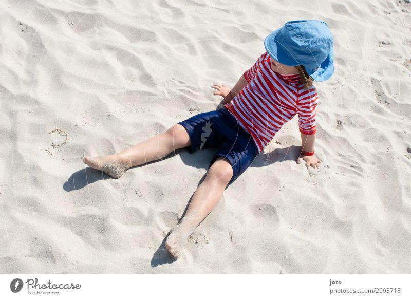 Strandtag Ferien & Urlaub & Reisen Ausflug Abenteuer Ferne Freiheit Sommer Sommerurlaub Sonnenbad Meer Kind 3-8 Jahre Kindheit T-Shirt Badehose Hut genießen