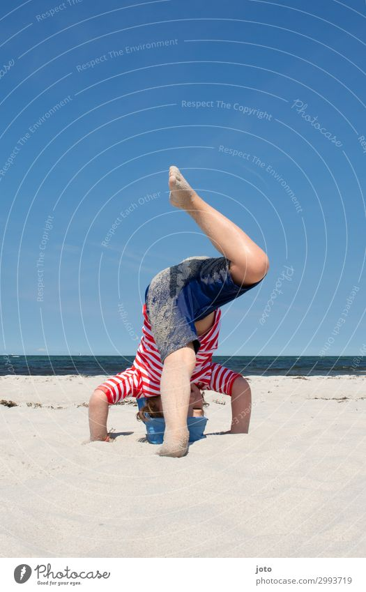 Kopfstand Kind Ferien & Urlaub & Reisen Sommer Meer Strand Beine Sport Bewegung Spielen Freiheit Ausflug Horizont Kindheit Lebensfreude Sommerurlaub Ostsee