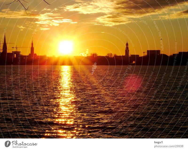 Sonne über Hamburg Wasser Sonne Stadt Wolken Hamburg Europa Alster Michaeliskirche