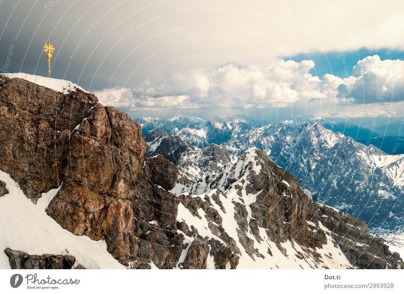 crowning the crown Natur Landschaft Wolken Wetter Felsen Alpen Berge u. Gebirge Gipfel Schneebedeckte Gipfel hoch gold Höhenangst Ziel Zugspitze Gipfelkreuz