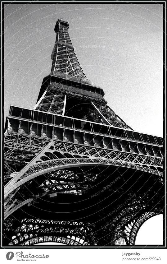 Paris Frankreich Tour d'Eiffel Froschperspektive Europa Schwarzweißfoto Architektur