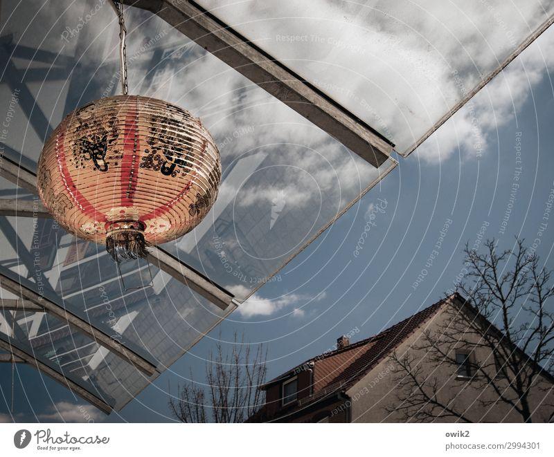 Chinatown Himmel Wolken Baum Elsterwerda Kleinstadt Stadtzentrum bevölkert Haus Lampe Kugel leuchtende Farben Glasdach Papier Chinesisch Zeichen Schriftzeichen