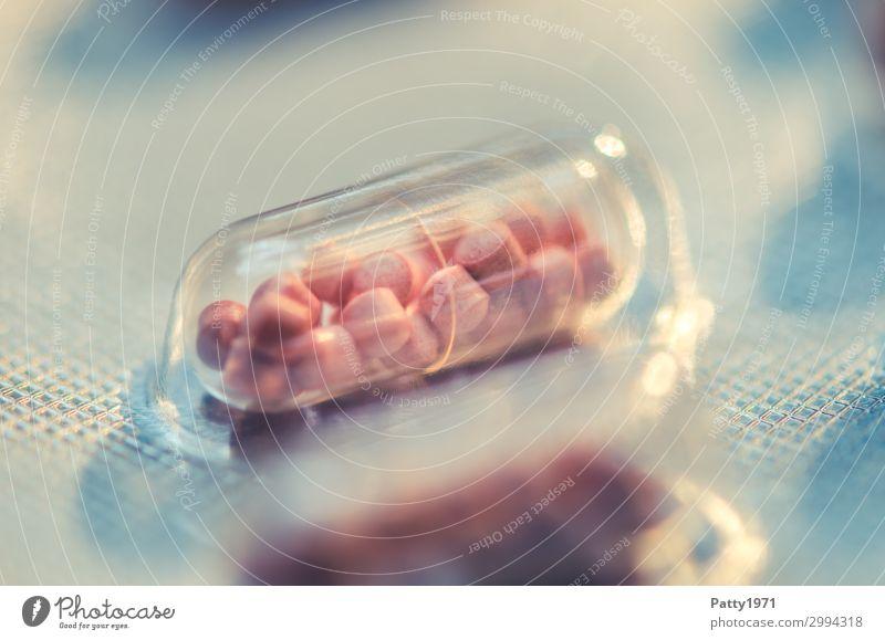 Kapsel in Blisterpackung Gesundheit Alternativmedizin Medikament Gesundheitswesen Pharmazie Verpackung Tablette glänzend Wärme rosa silber Schmerz Drogensucht