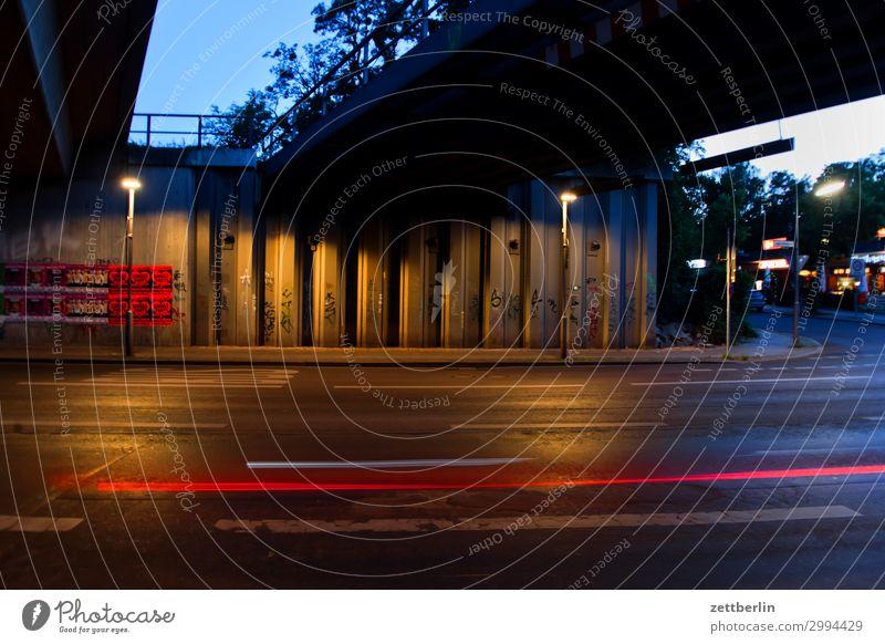 Unter der Brücke Abend PKW Bewegung Blinker mehrfarbig Dynamik Phantasie glänzend Kunst Licht Lichtspiel Lichtmalerei Lightshow Linie Märchen Nacht Natur