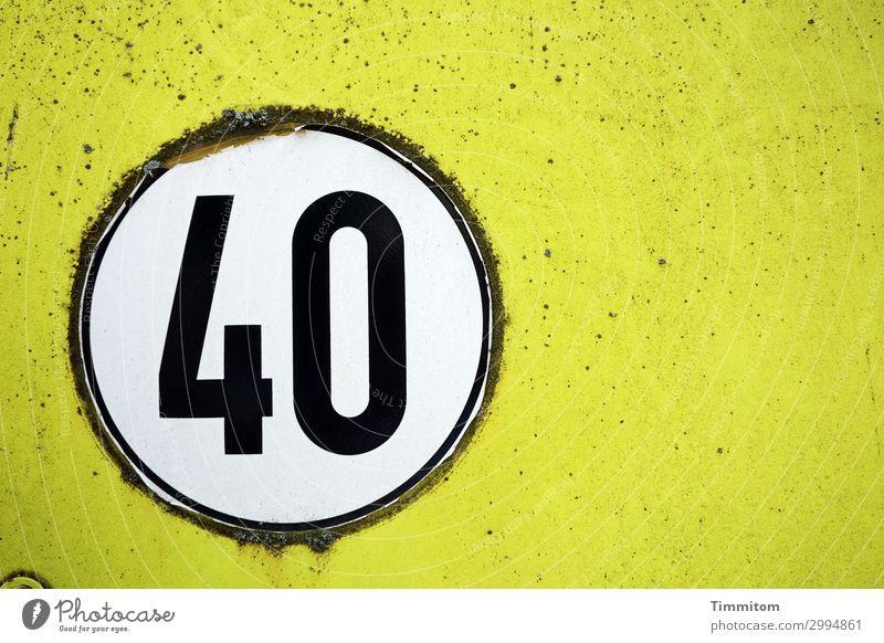 40 Fahrzeug Nutzfahrzeug Metall Kunststoff Ziffern & Zahlen alt einfach gelb schwarz weiß Gefühle Etikett rund Geschwindigkeitsaufkleber Abnutzung Farbfoto