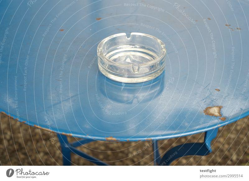 Aschenbecher Tisch blau metall rost alt Glas Rauchen