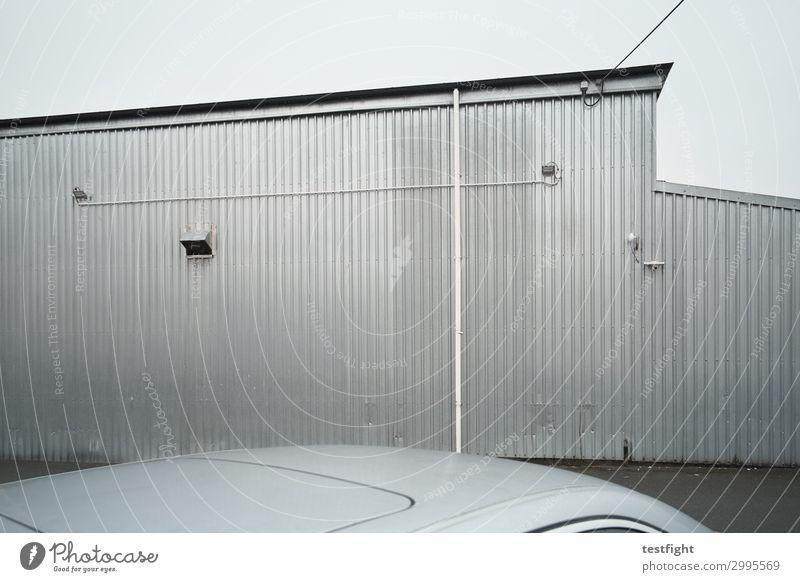 lagerhalle schlechtes Wetter Regen Kleinstadt Stadt Stadtzentrum Stadtrand Menschenleer Haus Industrieanlage Bauwerk Gebäude Architektur Mauer Wand Fassade Dach
