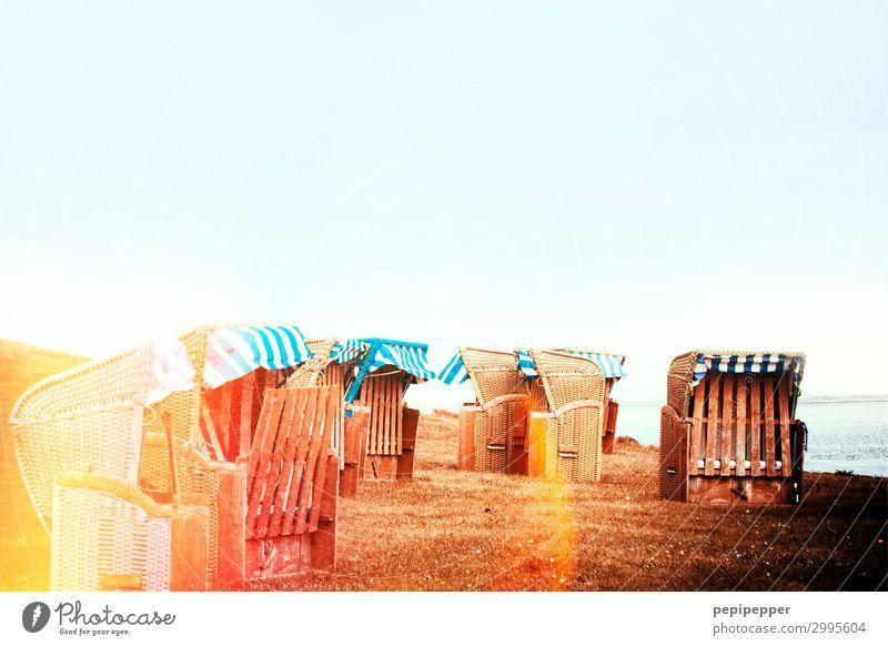 Strandkörbe Freizeit & Hobby Ferien & Urlaub & Reisen Tourismus Sommer Sommerurlaub Sonnenbad Meer Wellen Küste Nordsee Ostsee Strandkorb Holz blau gelb
