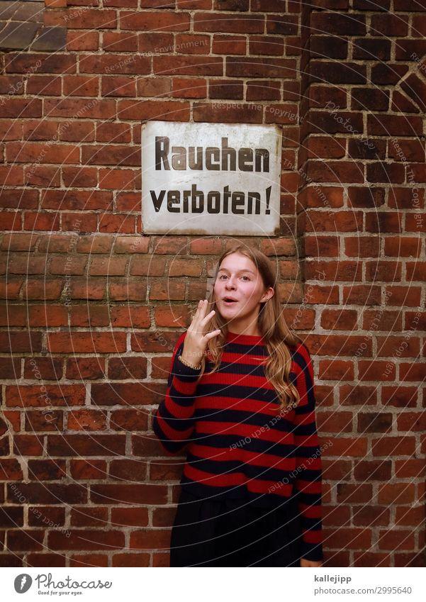 Teenager raucht unechte Zigarett mit Rauchverbot Lifestyle Mensch feminin Jugendliche Leben Mund Lippen 1 13-18 Jahre Rauchen Rauchen verboten