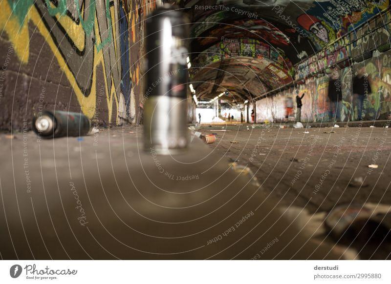 undichte Straßendosen Kunst Künstler Maler Ausstellung Kleinstadt Stadt Hauptstadt Hafenstadt Stadtzentrum Mauer Wand Kitsch Krimskrams zeichnen schreiben