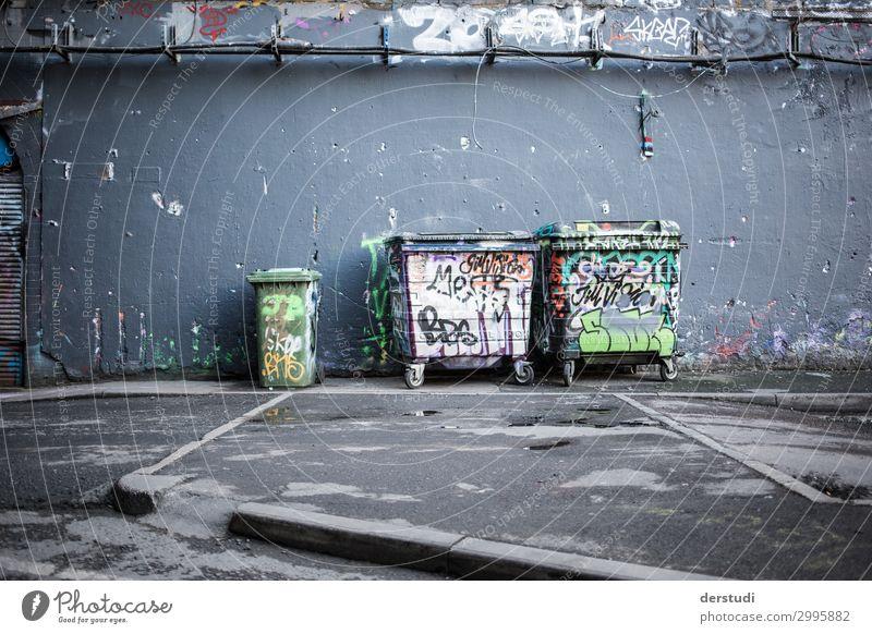 undichter Straßenabfall Kunst Künstler Maler Kunstwerk Gemälde Kleinstadt Stadt Hauptstadt Hafenstadt Stadtzentrum Sehenswürdigkeit leake Straße Graffiti