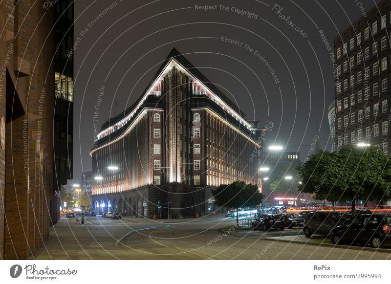 Chilehaus in Hamburg bei Nacht. Stil Design Tourismus Sightseeing Städtereise Nachtleben Wirtschaft Handel Dienstleistungsgewerbe Werbebranche Baustelle Kunst