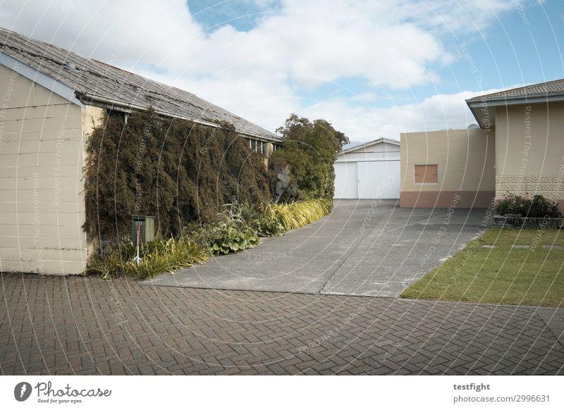 Häuser Pflanze Stadt Haus ruhig Ferne Architektur Leben Umwelt Gras Gebäude Garten Fassade Häusliches Leben gehen Sträucher Bauwerk