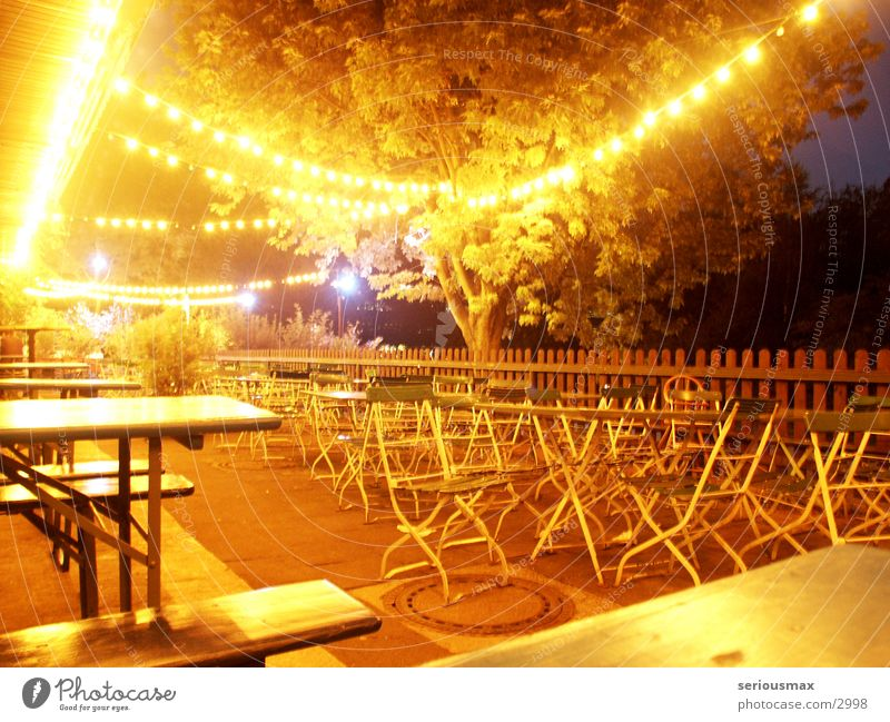 Biergarten Schwimmbad Tisch Stuhl Nacht Open Air Licht Glühbirne Club