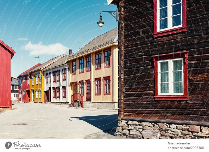 Röros Ferien & Urlaub & Reisen Tourismus Himmel Wolken Schönes Wetter Dorf Kleinstadt Altstadt Menschenleer Haus Gebäude Architektur Fassade Fenster