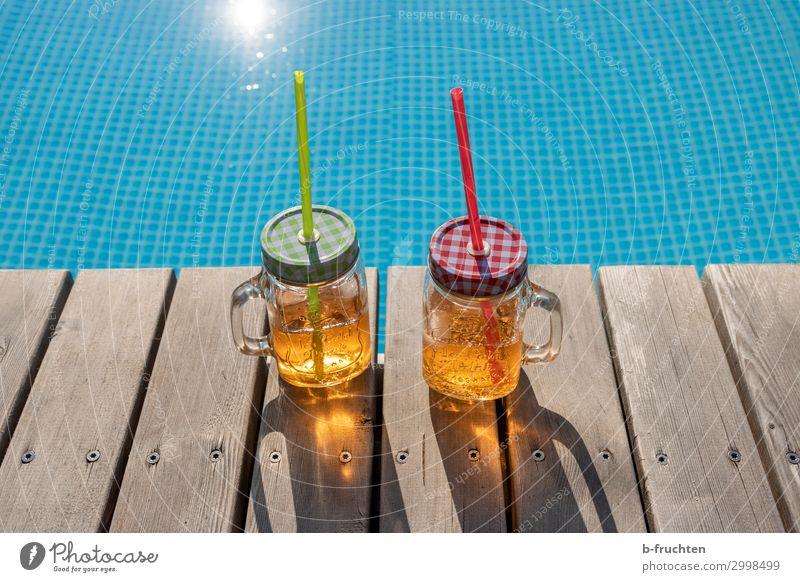 Sommer-Drinks Ferien & Urlaub & Reisen Erholung frisch Glas Fröhlichkeit genießen Getränk Schwimmbad Steg Alkohol Erfrischungsgetränk Cocktail Saft Limonade