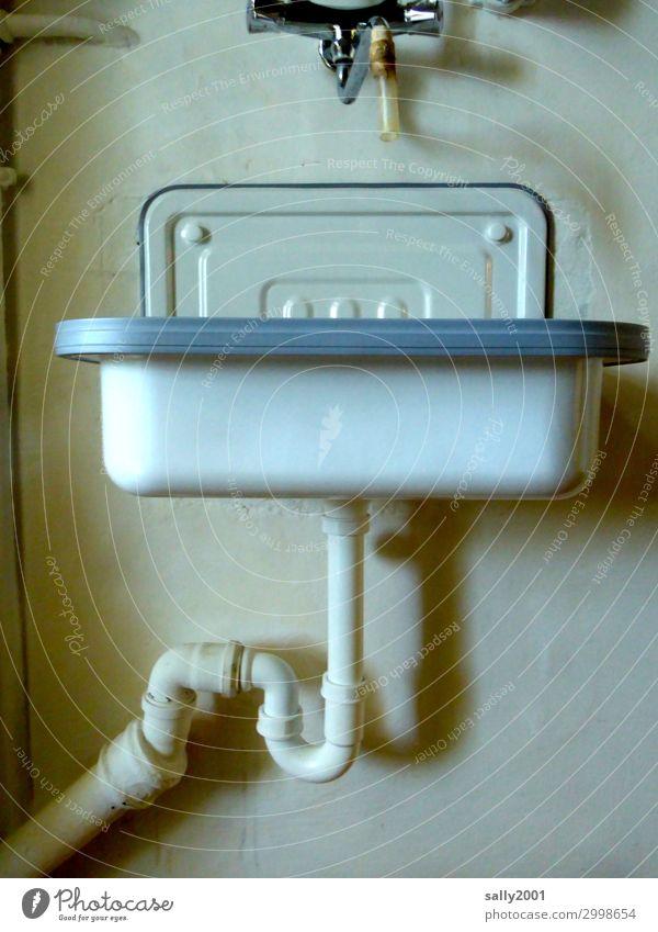 bitte Hände waschen... Häusliches Leben Innenarchitektur Bad alt authentisch Originalität Gesundheit Waschbecken Siphon Rohrleitung Röhren Abflussrohr retro