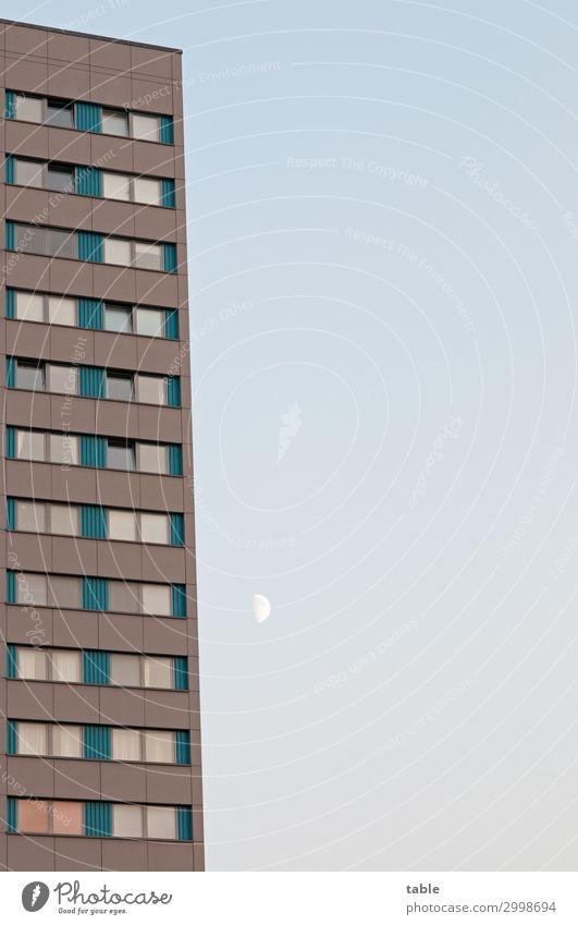 nahmnd . . . Reichtum Wohnung Haus Umwelt Himmel Wolkenloser Himmel Mond Stadt Hauptstadt bevölkert Bauwerk Gebäude Architektur Hochhaus Mauer Wand Fassade