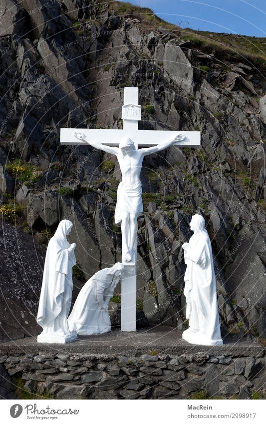 Kreuz an der Straße von Dingl, Nordirland Felsen Küste schwarz weiß Kraft trösten demütig Schmerz Jesus Christus kreuz Christliches Kreuz Glaube Christentum