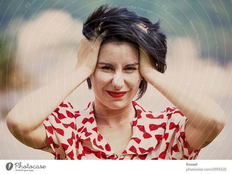 Frau Mensch Jugendliche Junge Frau Sommer schön Hand 18-30 Jahre Gesicht Auge Lifestyle Erwachsene feminin Gefühle Stil Garten