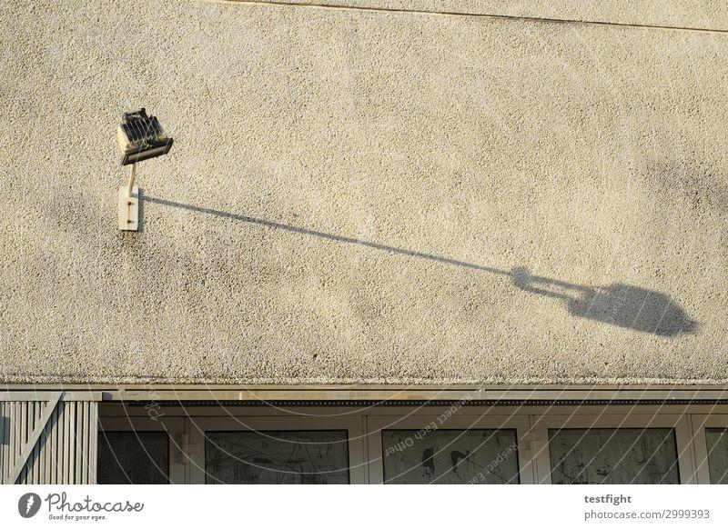 schatten alt Stadt Sonne Haus Fenster Architektur Wand Beleuchtung Gebäude Mauer Lampe Fassade Bauwerk Schattenspiel