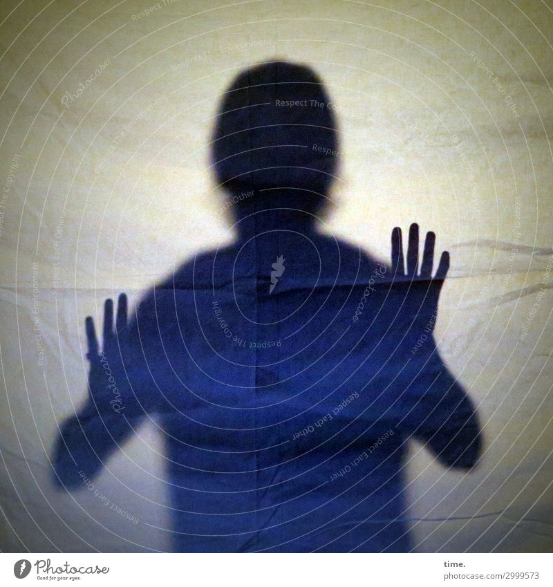 Isolation maskulin Mann Erwachsene Kopf Hand 1 Mensch Stoff festhalten Kommunizieren bedrohlich Gefühle Mut beweglich Neugier Sorge Scham Reue Angst Platzangst