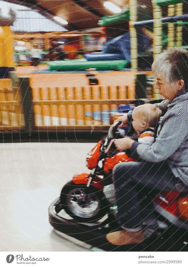 donnerstag ist omatag Freude Freizeit & Hobby Spielen Mensch Kind Kleinkind Junge Weiblicher Senior Frau Großeltern 2 entdecken fahren Spielplatz Spielzeug