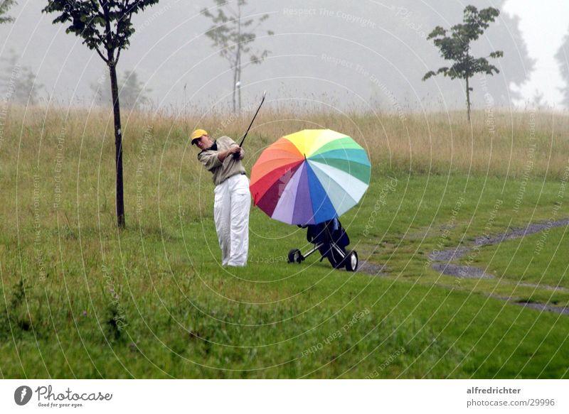 Regengolf Abschlag Golfturniere Mikrochip Sport Golfing Drive Golffball Putt Putting Golfplatz Pitch