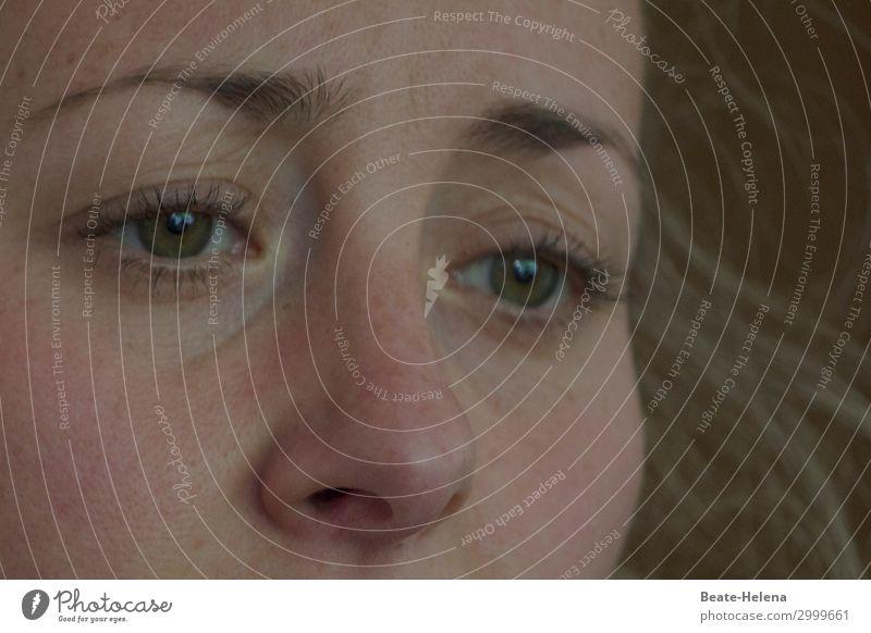 Weltschmerz | Zukunft ins Auge fassen Junge Frau Jugendliche beobachten Denken Traurigkeit dunkel Wärme feminin Gefühle Stimmung Leidenschaft Hilfsbereitschaft