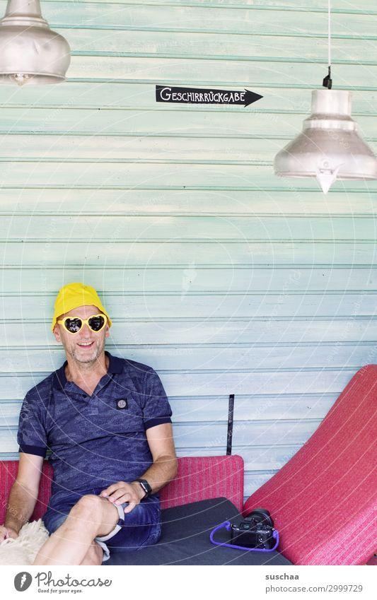 chillen bei karl Mann Urlaub Ferien Bar feiern fotografieren Sommer Hut Sonnenbrille Tourist Fotoapparat