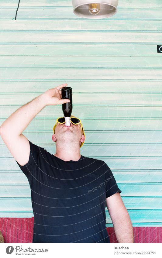 bier bei karl Mann Feierabend Durst Sommer Erholung trinken Alkohol Getränk Bier Flasche Feste & Feiern transpirieren Ballermann Ferien & Urlaub & Reisen Bar