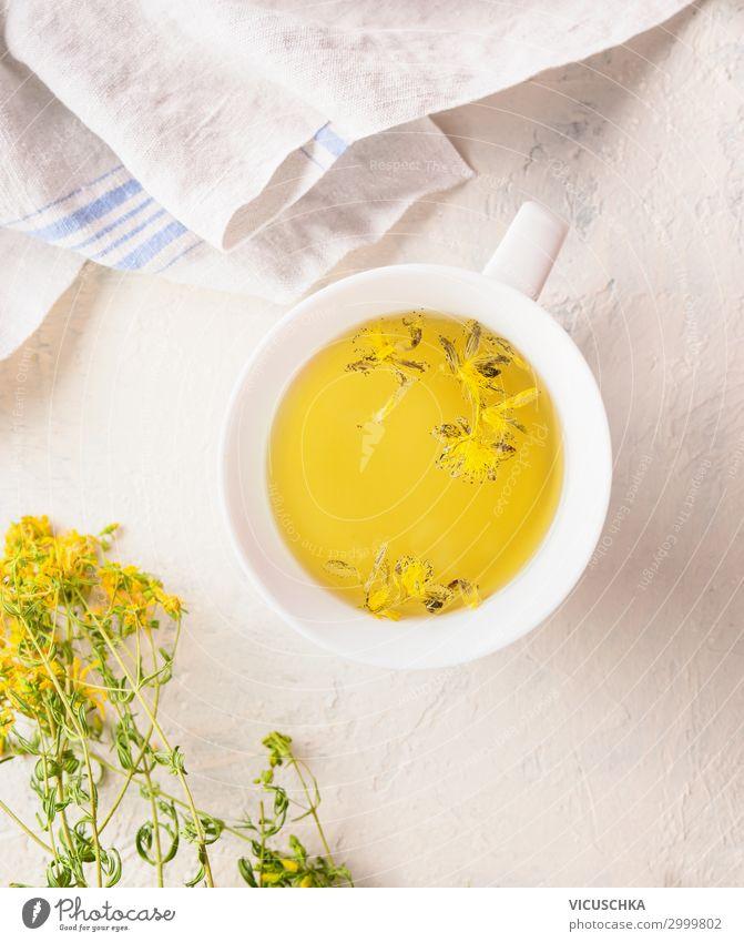 Tasse mit mit gelbem Kräutertee Lebensmittel Kräuter & Gewürze Ernährung Bioprodukte Diät Getränk Heißgetränk Tee Design Gesundheit Behandlung Alternativmedizin